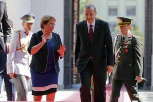 Recep Tayyip Erdogan, el repudiado presidente de Turquía de visita en Chile