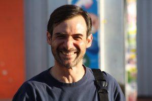 """Capellán de Techo defiende polémica campaña: """"Decir que somos asistencialistas es no conocer nada de lo que hacemos"""""""
