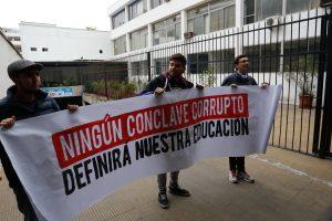 FOTOS  #ChileSeCansó: la funa de los estudiantes al PPD y la DC