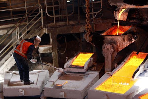 Trabajadores contratistas del cobre convocan a huelga general y se suman a las reacciones por el tercer retiro