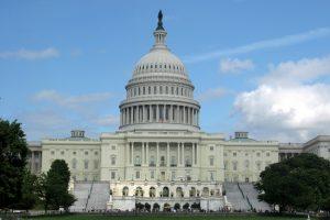 EE.UU.: Valla negra rodea al Capitolio ante convocatoria a protesta de la ultraderecha