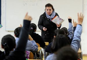 """OCDE: 38% de los estudiantes de Chile no alcanza nivel básico de """"comprensión financiera"""""""