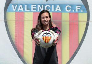 Christiane Endler deslumbra en España: Recibió Trofeo Zamora y se convierte en la arquera menos batida de la liga
