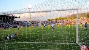 Clubes del fútbol chileno mantienen deuda tributaria que supera los US$32 millones