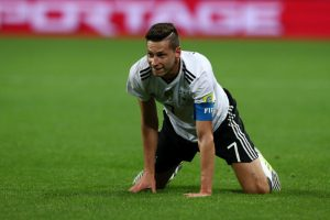 Revelan imagen del capitán de Alemania burlándose de Gary Medel por su estatura