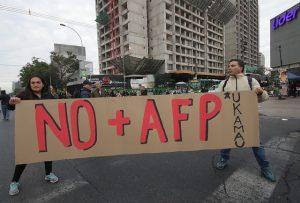 FOTOS  Jornada de protesta de No + AFP: Ukamau cortó el tránsito en Estación Central y Luis Mesina se reunirá con Alejandro Guillier
