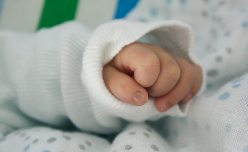 Desarrollan un dispositivo que ayuda a respirar a bebés prematuros