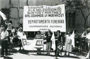 """""""Aquí estamos, Pinochet"""": La historia del primer #8M en dictadura"""