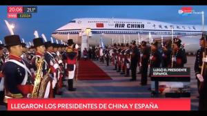 VIDEO  De no creer: Banda militar argentina que esperaba a presidente de China lo confunde con un colaborador