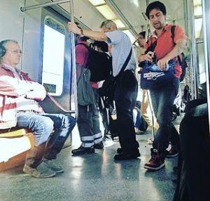 Crónicas en el metro: La guerra de la venta del agua