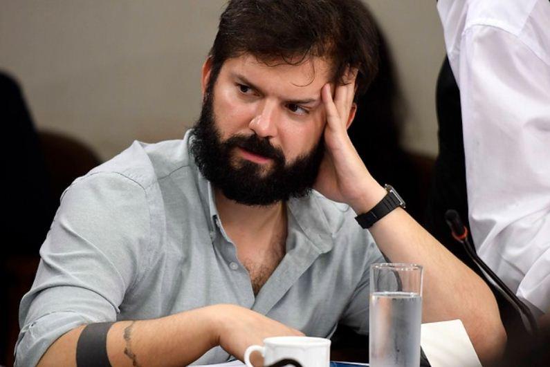 REDES| «Está a un paso de Evópoli»: Critican a Gabriel Boric por tuiteo