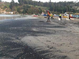 Reportan varamiento de carbón en bahía de Quintero por sexto día consecutivo