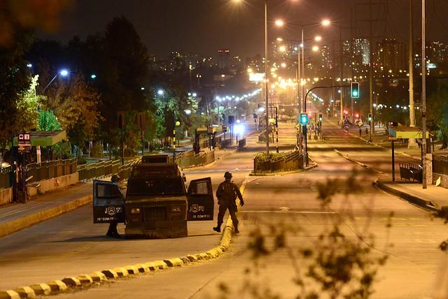 Allanamientos y represión en Lo Hermida a días del 18-O: Descubren a carabinero infiltrado en la población y vecinos acusan torturas a menores