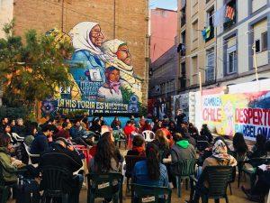 """De Barcelona a Nueva York: chilenos """"patiperros"""" exigen participar en proceso constituyente"""