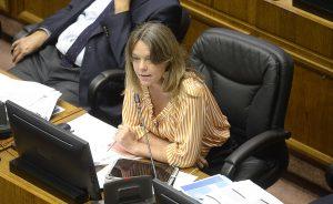 FOTO  Beatriz Sánchez se tapa un ojo cuando Ena von Baer votó contra la Paridad de Género
