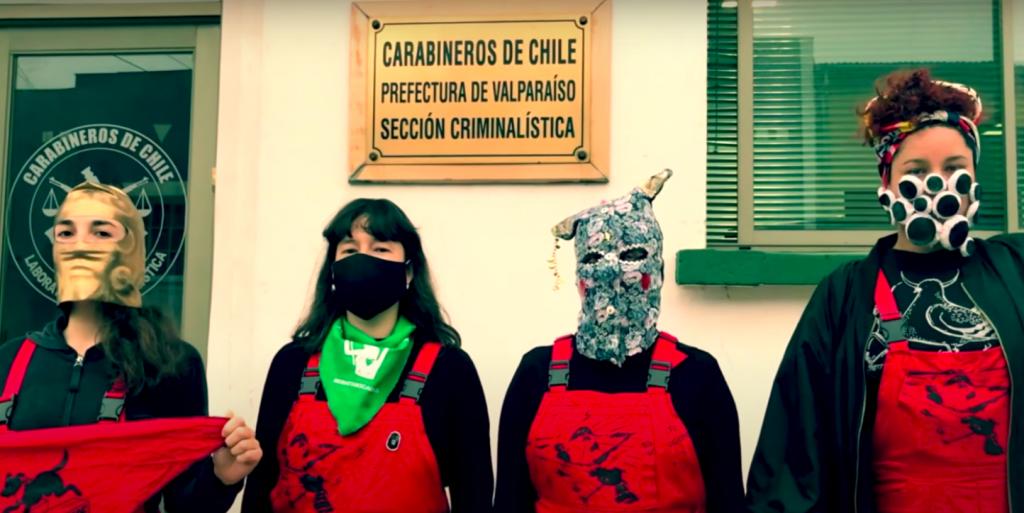Más de 150 mujeres del arte en América Latina apoyan a colectivo LasTesis en lo que consideran persecución de Carabineros de Chile