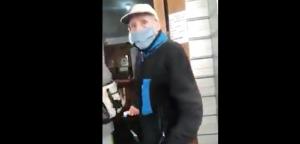 VIDEO| Adulto mayor cae aparatosamente al suelo tras recibir portazo en oficina del Conservador de Bienes Raíces en Viña del Mar
