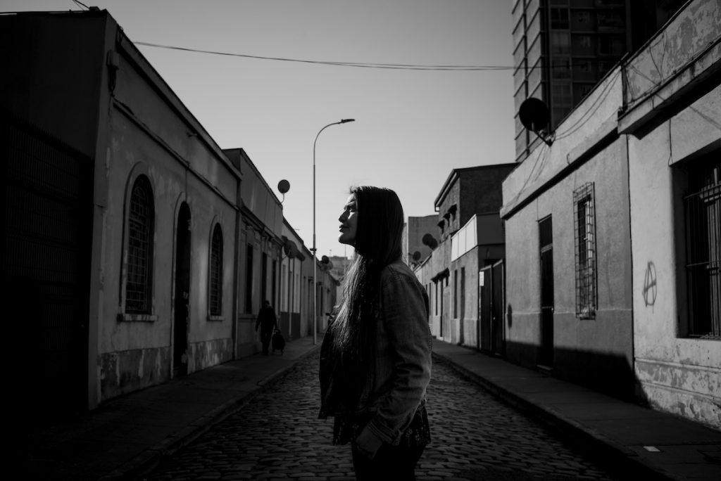 """Daniela Catrileo, escritora: """"Hay una mapuchización de la ciudad de Santiago, más que nosotros nos hayamos awinkado"""""""