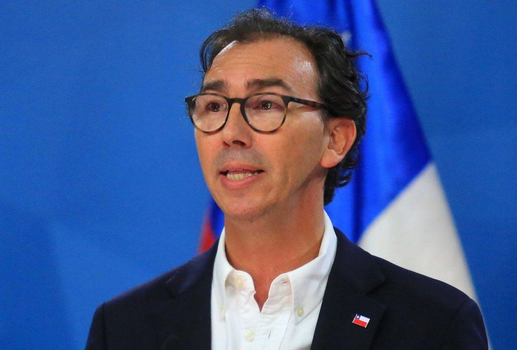 Ministro Raúl Figueroa reaparece tras críticas del Magisterio e insiste en el valor de las clases presenciales