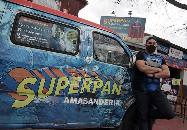La historia tras la amasandería chilena «Superpan» impugnada por DC Comics