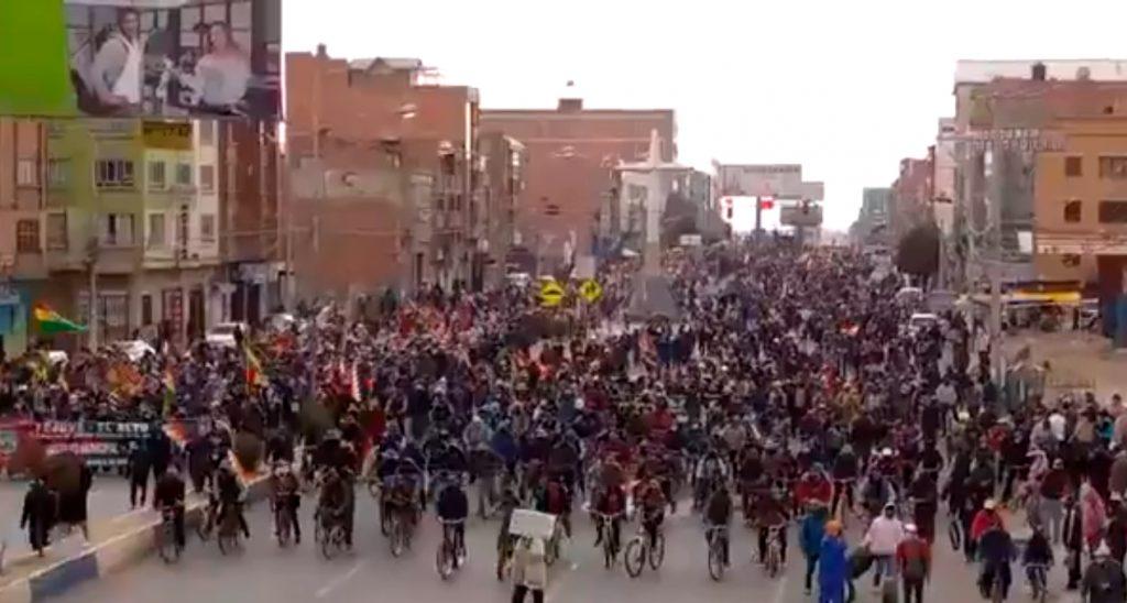 VIDEOS| Bolivianos continúan protestando masivamente en las calles tras nuevo aplazamiento de elecciones presidenciales