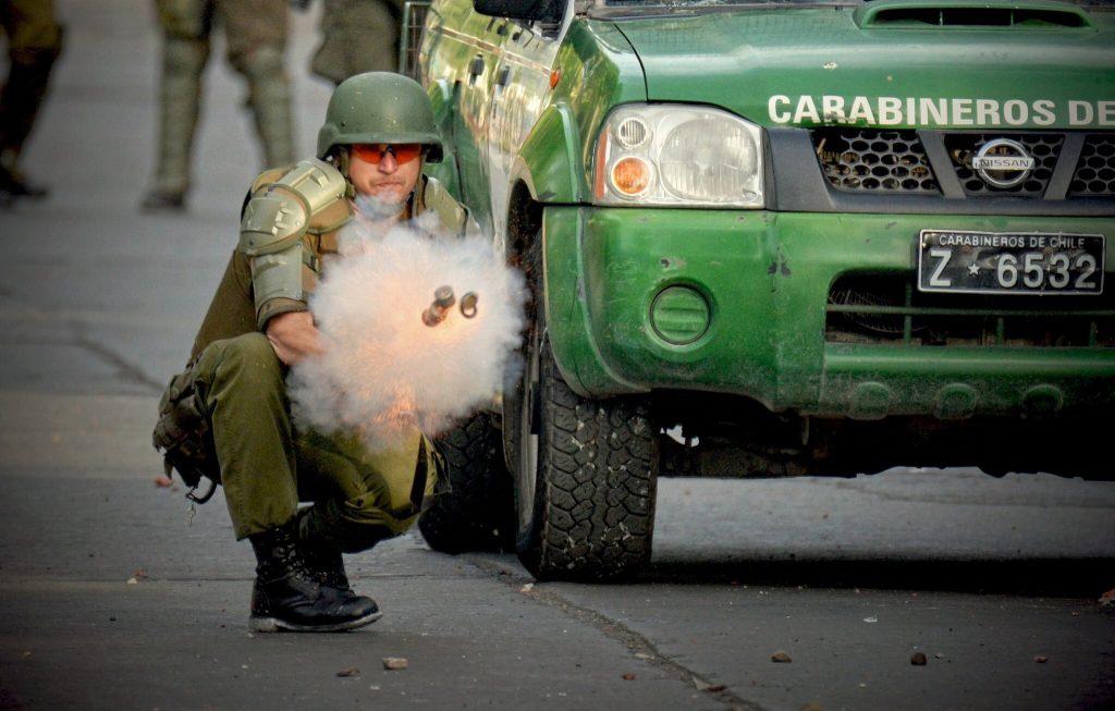 Bombas lacrimógenas e incendios