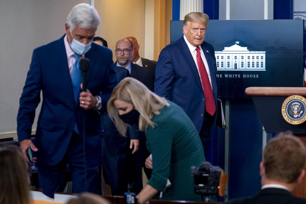 VIDEOS| Trump es evacuado por el servicio secreto en plena conferencia de prensa tras tiroteo afuera de la Casa Blanca