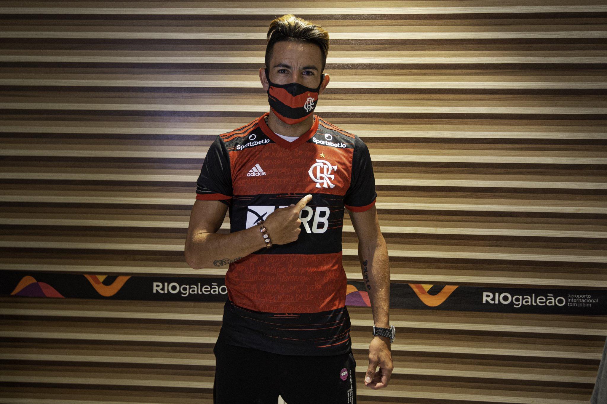 FOTOS| Mauricio Isla fue recibido como estrella por la afición del Flamengo en Brasil