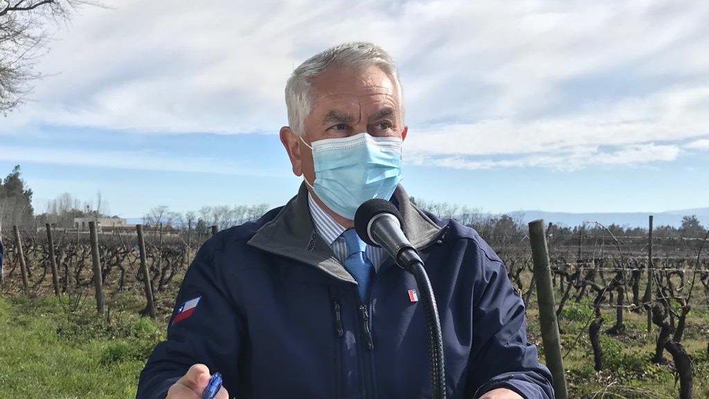 Minsal reporta 2.149 nuevos contagios y casi 10.000 decesos por COVID-19 en Chile