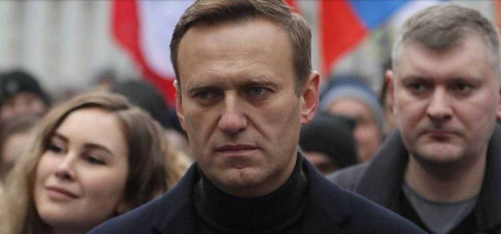 El opositor ruso Alexéi Navalni, decide regresar a su país y es inmediatamente detenido