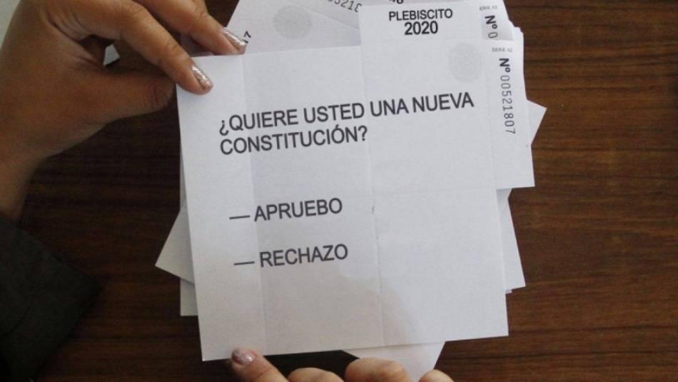 Transparencia, platas y fake news: Los desafíos de los partidos en la campaña virtual del plebiscito