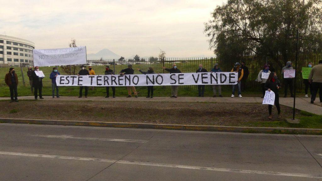 VIDEO  Vecinos de La Reina protestan contra el Ejército porque busca vender millonarios terrenos cedidos a la institución