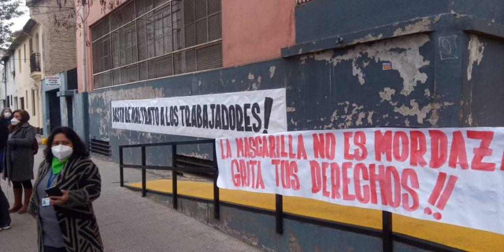 Trabajadores de la salud protestan por denuncias de acoso y maltrato laboral tras publicación de El Desconcierto