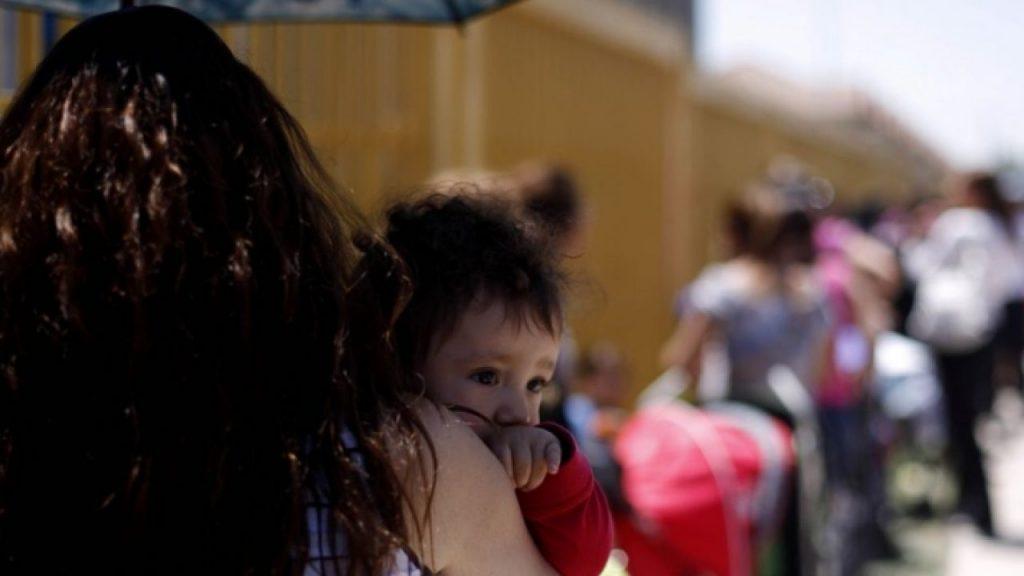 Pensiones alimenticias y el 10% de las AFP: La iniciativa que desnuda la crisis de un modelo que precariza a las madres