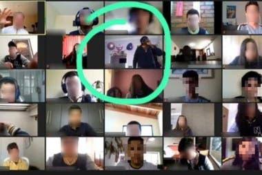 VIDEO  «Llamen a la policía»: Delincuentes entran en la casa de una estudiante en plena clase por Zoom