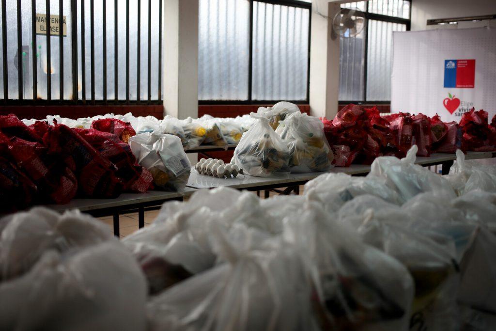 Junaeb confirma retraso en entrega de canastas de alimentación por paro de camioneros