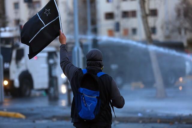 VIDEOS| Cada vez más gente: Nueva jornada de manifestaciones en Plaza de la Dignidad termina con violenta represión de Carabineros