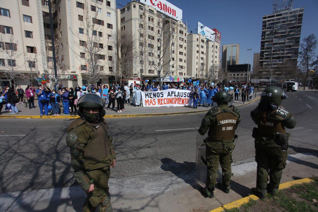 VIDEOS| Marcha de trabajadores de la Salud es fuertemente reprimida por Carabineros
