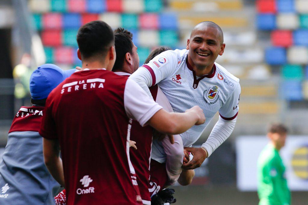 """Volvió Chupete goleador"": Humberto Suazo recibe lluvia de felicitaciones tras volver a marcar en Primera"