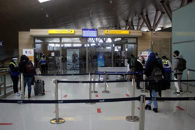 COVID-19: Cierran aeropuerto de Concepción ante presencia de pasajero contagiado