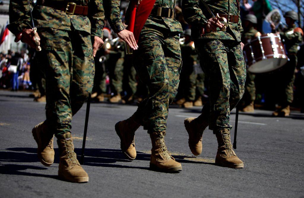 Abusos y suicidios: Cómo las Fuerzas Armadas y de Orden siguen reproduciendo la violencia al interior de sus filas