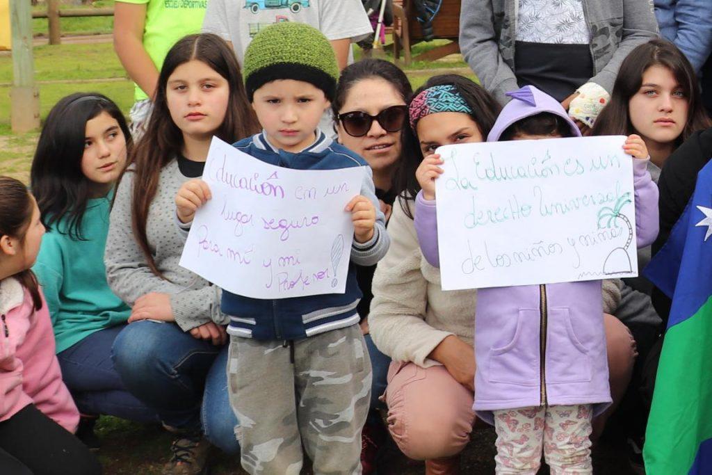 El inusual regreso a clases en Juan Fernández: Alumnos están repartidos en Iglesias y sedes de clubes deportivos