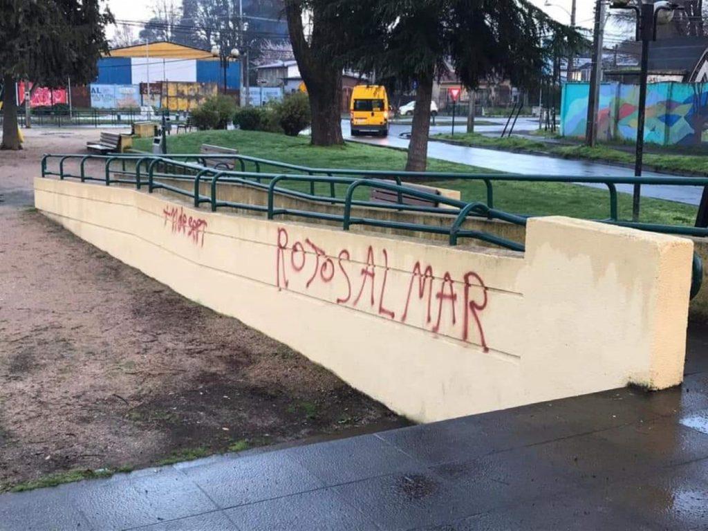 11 de septiembre: Con rayados a favor de la dictadura amaneció el Memorial de DD.DD en Temuco