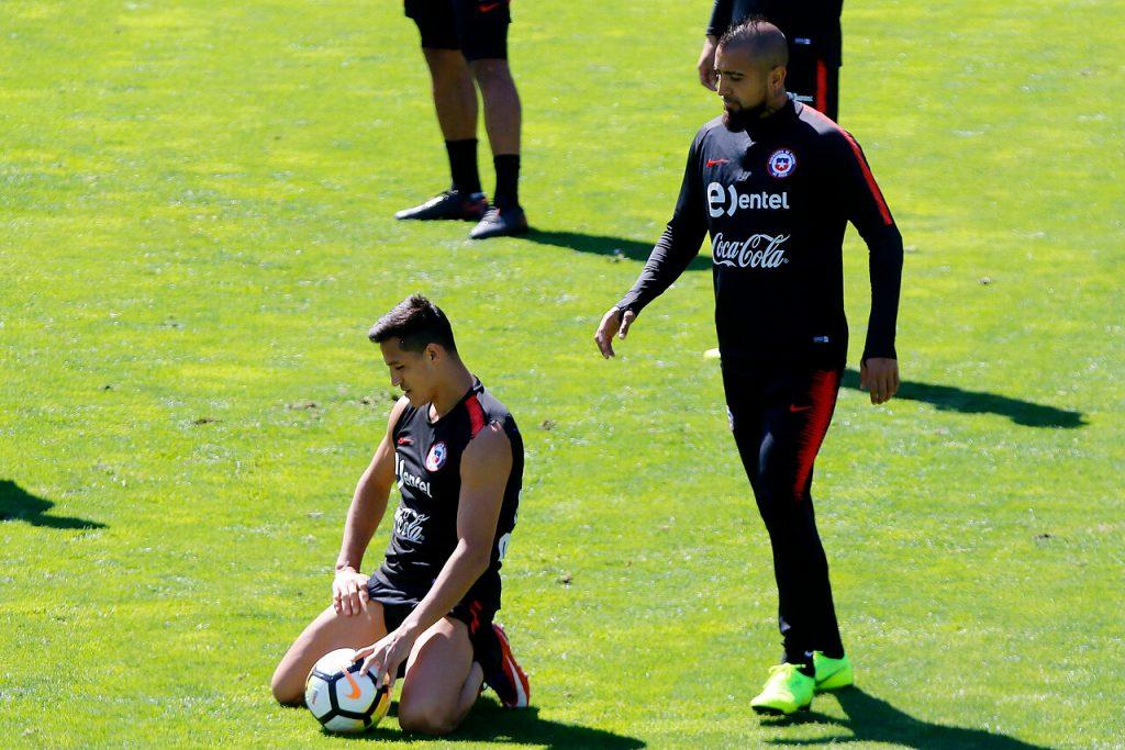 Alexis Sánchez y Arturo Vidal en cuarentena preventiva al ser contacto estrecho de un contagiado