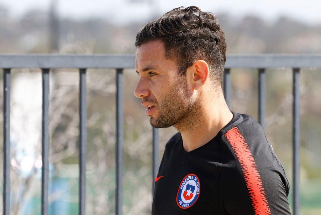 Eugenio Mena fue el único jugador de la Roja masculina en votar en el Plebiscito