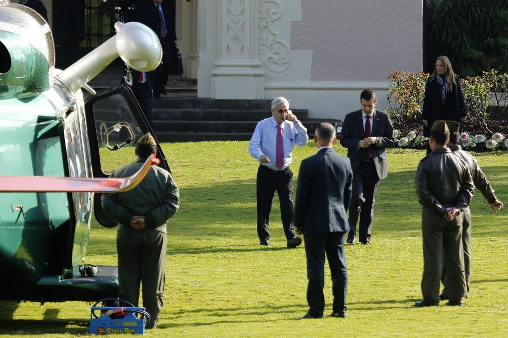 Sumario revela que Piñera viajó en helicóptero de Carabineros con copiloto sin licencia: Uniformado denunciante fue sancionado