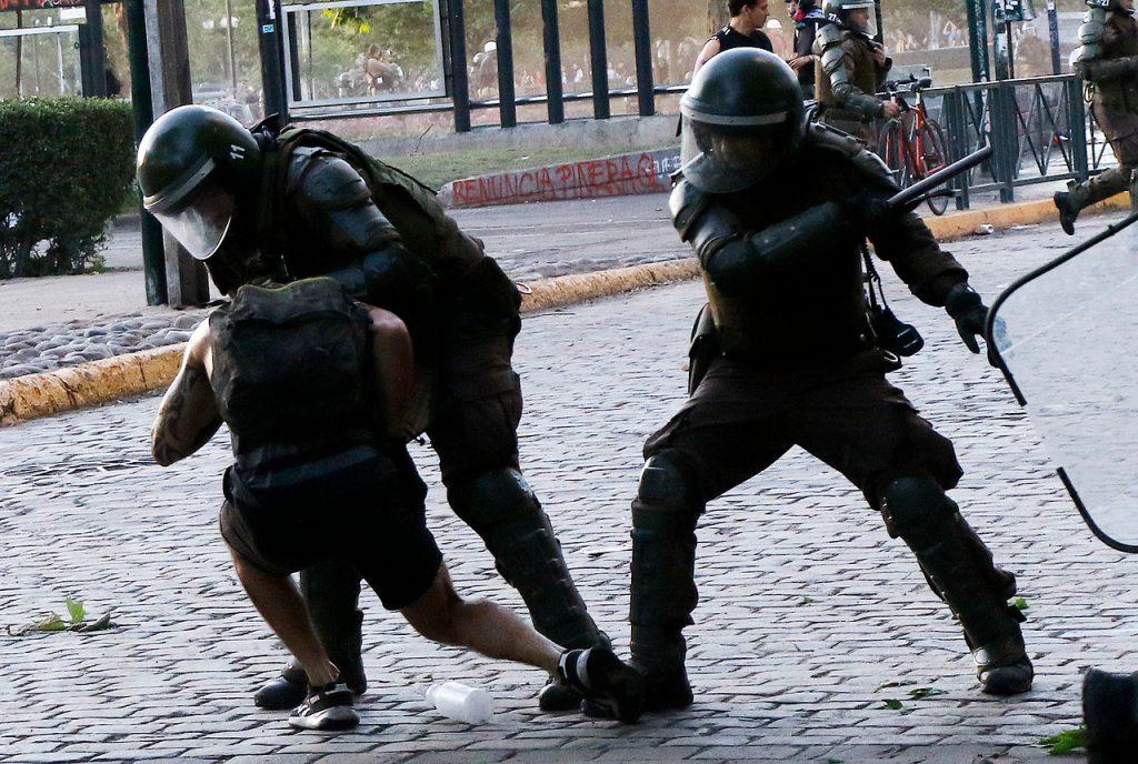 """Gobierno critica a CS por presentar proyecto de indulto a presos del estallido: """"No les gusta la democracia"""""""