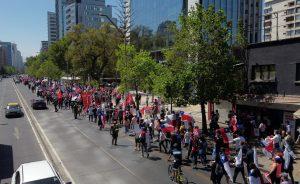 Marcha por el Rechazo en Las Condes incluyó banderas a favor de Trump