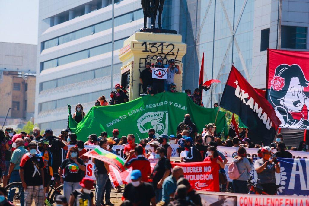 #18DeOctubre: Las calles comienzan a llenarse en jornada de masivas conmemoraciones y cacerolazos