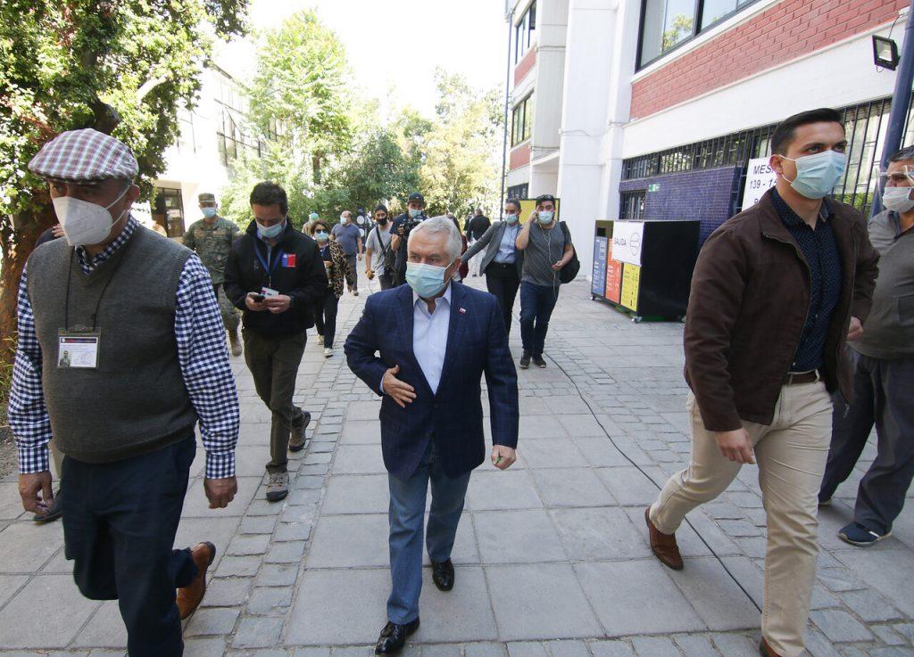Ministro Paris llamó a respetar protocolos sanitarios durante elección de gobernadores